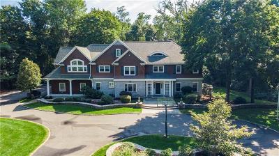 East Greenwich Single Family Home For Sale: 4 Cedar Rock Drive
