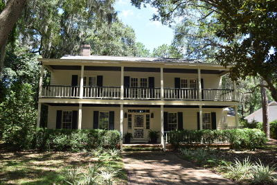 Beaufort County Single Family Home For Sale: 30 Burckmyer Drive