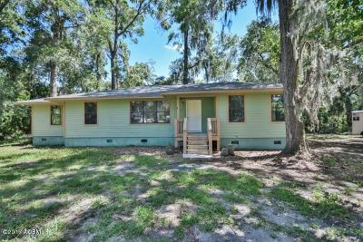 Beaufort County Single Family Home For Sale: 13 Capwing Drive