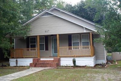 Hampton Single Family Home For Sale: 607 Hoover Street S