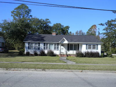 Hampton Single Family Home For Sale: 300 Shaw Drive