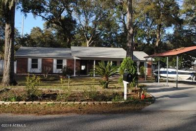 Beaufort County Single Family Home For Sale: 3 Oakwood Drive