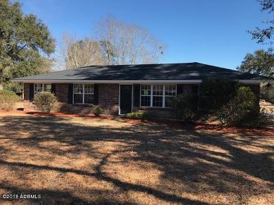 Single Family Home For Sale: 144 Lakeview Drive