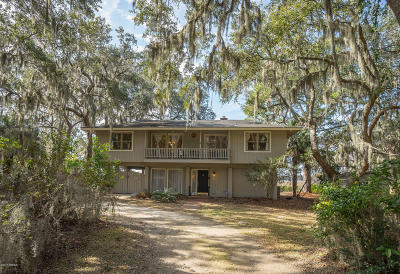 Beaufort County Single Family Home For Sale: 10 Oyster Catcher Road