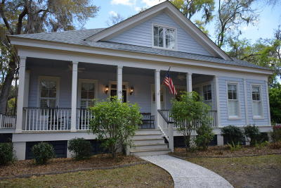 Beaufort County Single Family Home For Sale: 16 Henderson Way