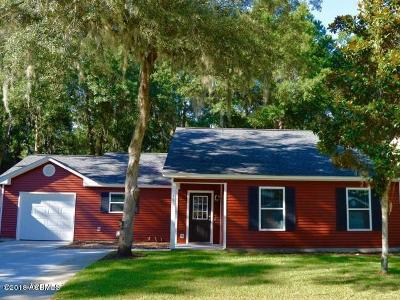 Beaufort County Single Family Home For Sale: 11 Brindlewood Drive