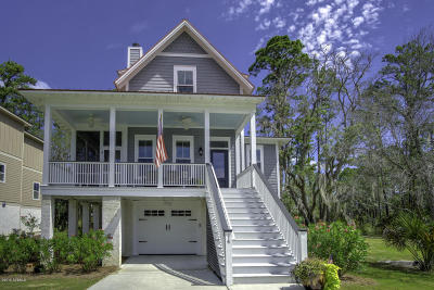 Beaufort County Single Family Home For Sale: 14 Wilderness Drive
