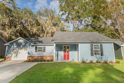Beaufort County Single Family Home For Sale: 17 Brindlewood Drive