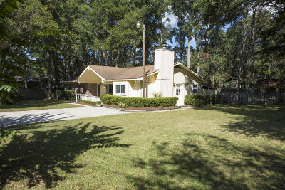 Beaufort County Single Family Home For Sale: 26 Oakwood Drive