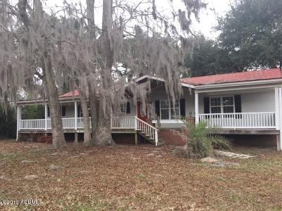 Beaufort County Single Family Home For Sale: 90 River Oaks Road