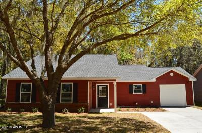 Beaufort County Single Family Home For Sale: 10 Avalon Drive