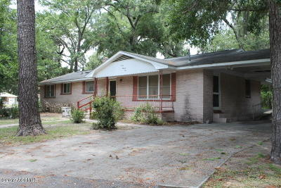 Beaufort County Single Family Home For Sale: 709 Center Drive E