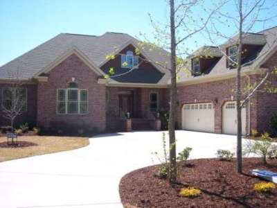 Single Family Home Sold: 697 Oxbow Dr