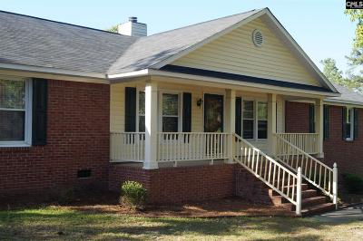 Elgin Single Family Home For Sale: 300 Hickory Hill
