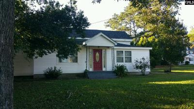 Single Family Home For Sale: 101 S Carlisle
