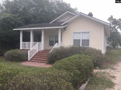 Single Family Home For Sale: 925 Center