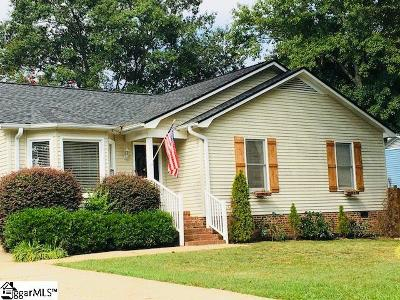 Single Family Home For Sale: 203 Berry