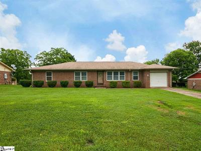 Single Family Home For Sale: 510 American Legion