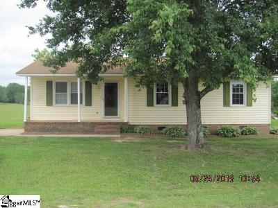 Single Family Home For Sale: 902 Country