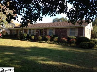 Easley Single Family Home For Sale: 233 Hickory