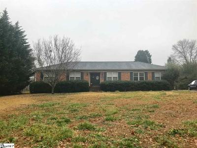 Single Family Home For Sale: 106 Lynn