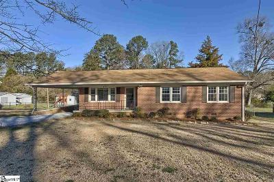 Clinton Single Family Home For Sale: 111 Pinewood