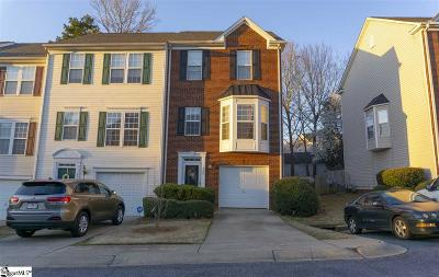 Condo/Townhouse For Auction: 400 Canewood