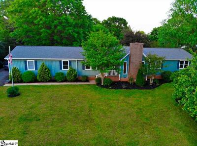 Single Family Home For Sale: 105 Twin Lakes