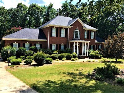 Single Family Home For Sale: 202 Country Club Drive
