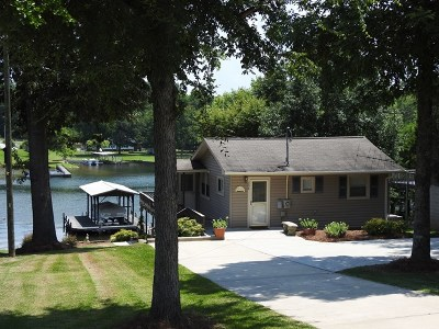 Greenwood County Single Family Home For Sale: 306 Pinelake Drive