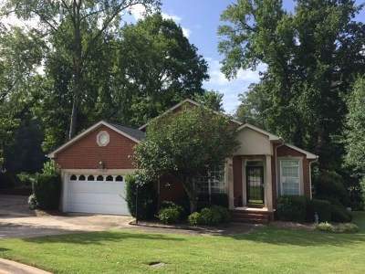 Greenwood County Single Family Home For Sale: 118 Queens Ct.
