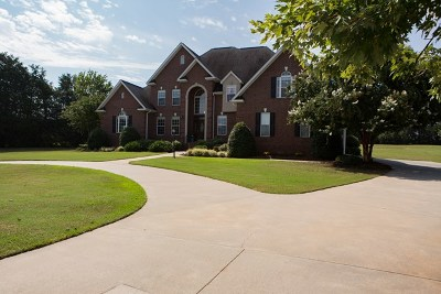 Greenwood County Single Family Home For Sale: 115 Tally Ho Drive
