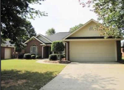 Greenwood Single Family Home For Sale: 112 Kings Grant