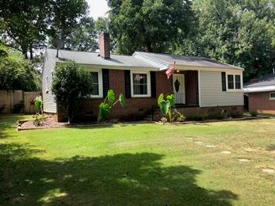 Greenwood County Single Family Home For Sale: 823 Sunset