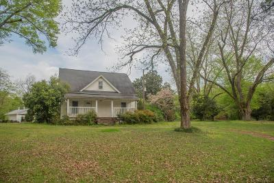 Greenwood Single Family Home For Sale: 2522 Airport Rd
