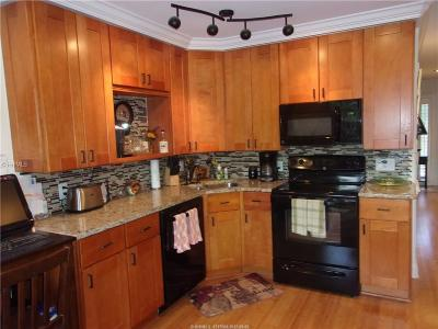 Condo/Townhouse For Sale: 40 Folly Field Road #A146