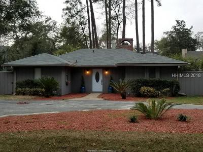 Single Family Home For Sale: 102 Point Comfort Road