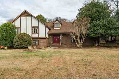 Single Family Home For Sale: 103 Twin Lakes Drive