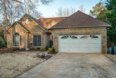 Single Family Home For Sale: 105 Fair Ridge Way
