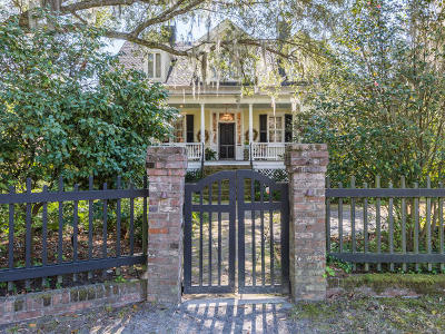 Summerville Single Family Home For Sale: 223 Sumter Avenue