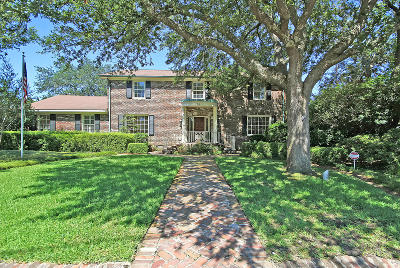 Charleston Single Family Home For Sale: 56 Rebellion Road