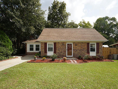 Goose Creek Single Family Home For Sale: 121 Wedgewood Circle
