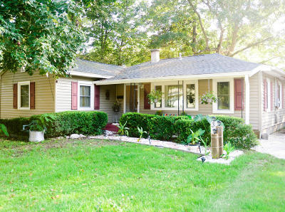 Charleston Single Family Home For Sale: 39 Oak Forest Drive