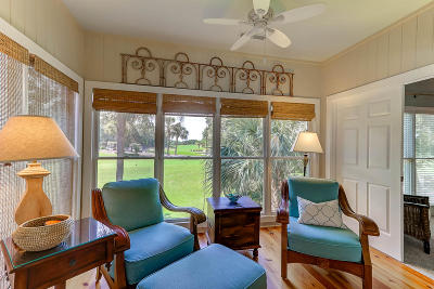 Awendaw, Wando, Cainhoy, Daniel Island, Isle Of Palms, Sullivans Island Attached For Sale: 12 Links Clubhouse