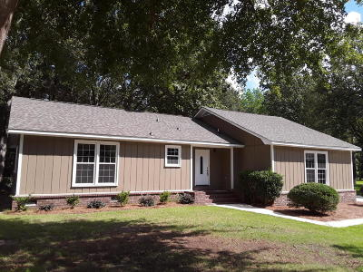 Summerville Single Family Home For Sale: 104 Cobley Place