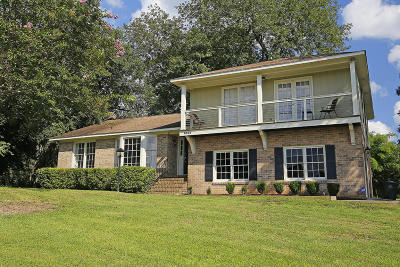Single Family Home Contingent: 1003 Dominion Dr