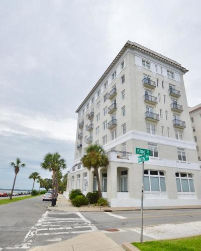 Attached For Sale: 1 King Street #601