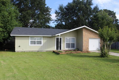 Goose Creek Single Family Home For Sale: 239 Horseshoe Drive