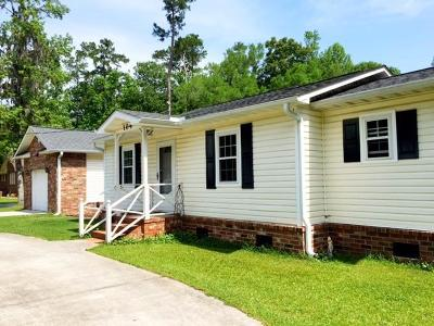 Summerville Single Family Home For Sale: 104 Holly Street
