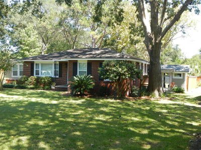 Charleston Single Family Home For Sale: 826 Quail Drive